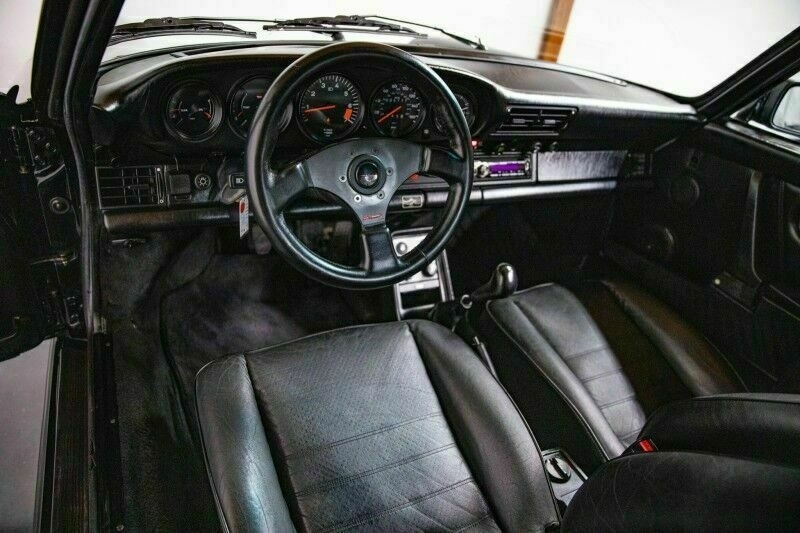 """Photo from the sales listing showing the """"old"""" aftermarket knob"""
